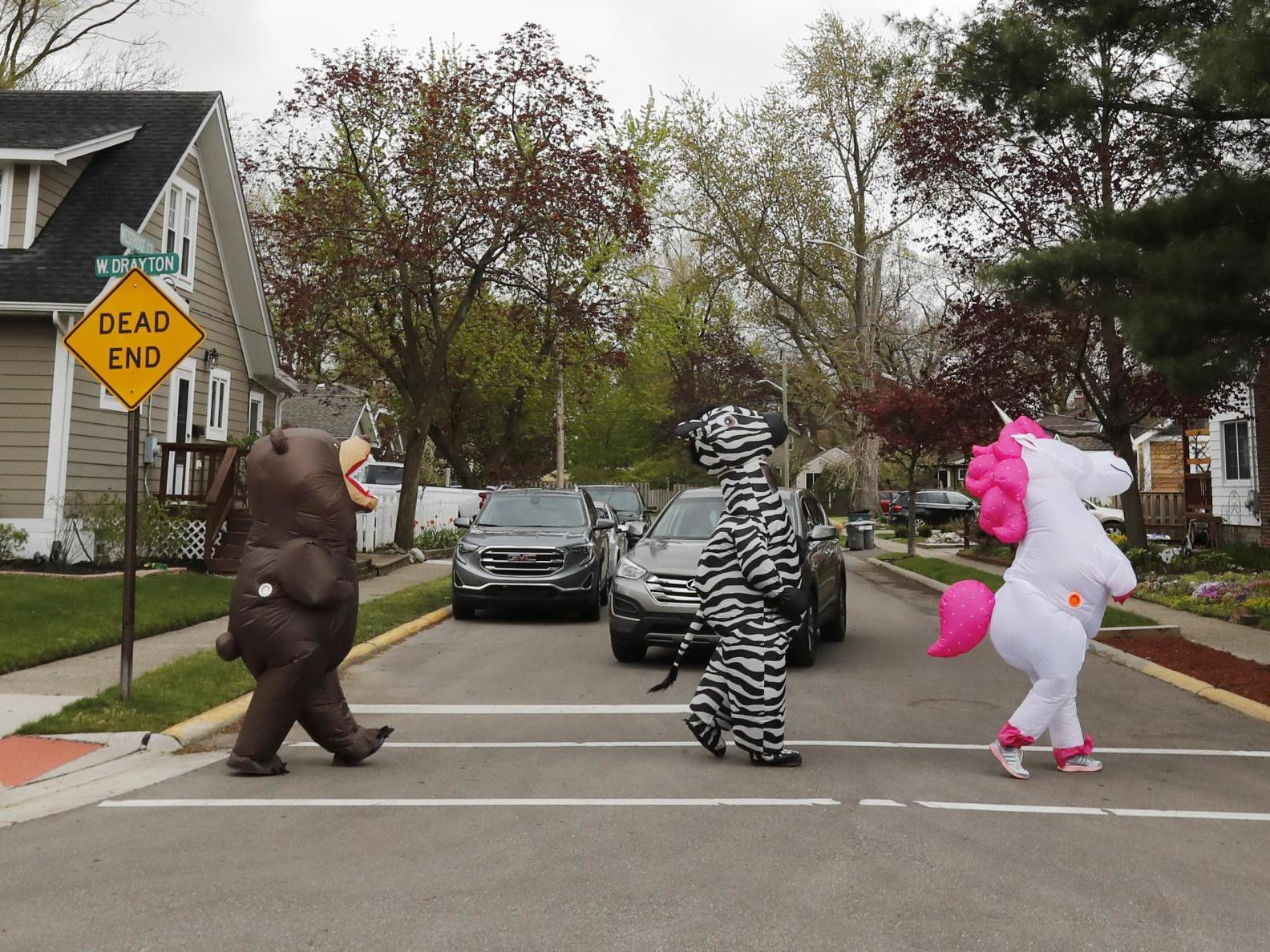 Coronavirus: Detroit residents try to lift neighbours' spirits with inflatable costume parades thumbnail