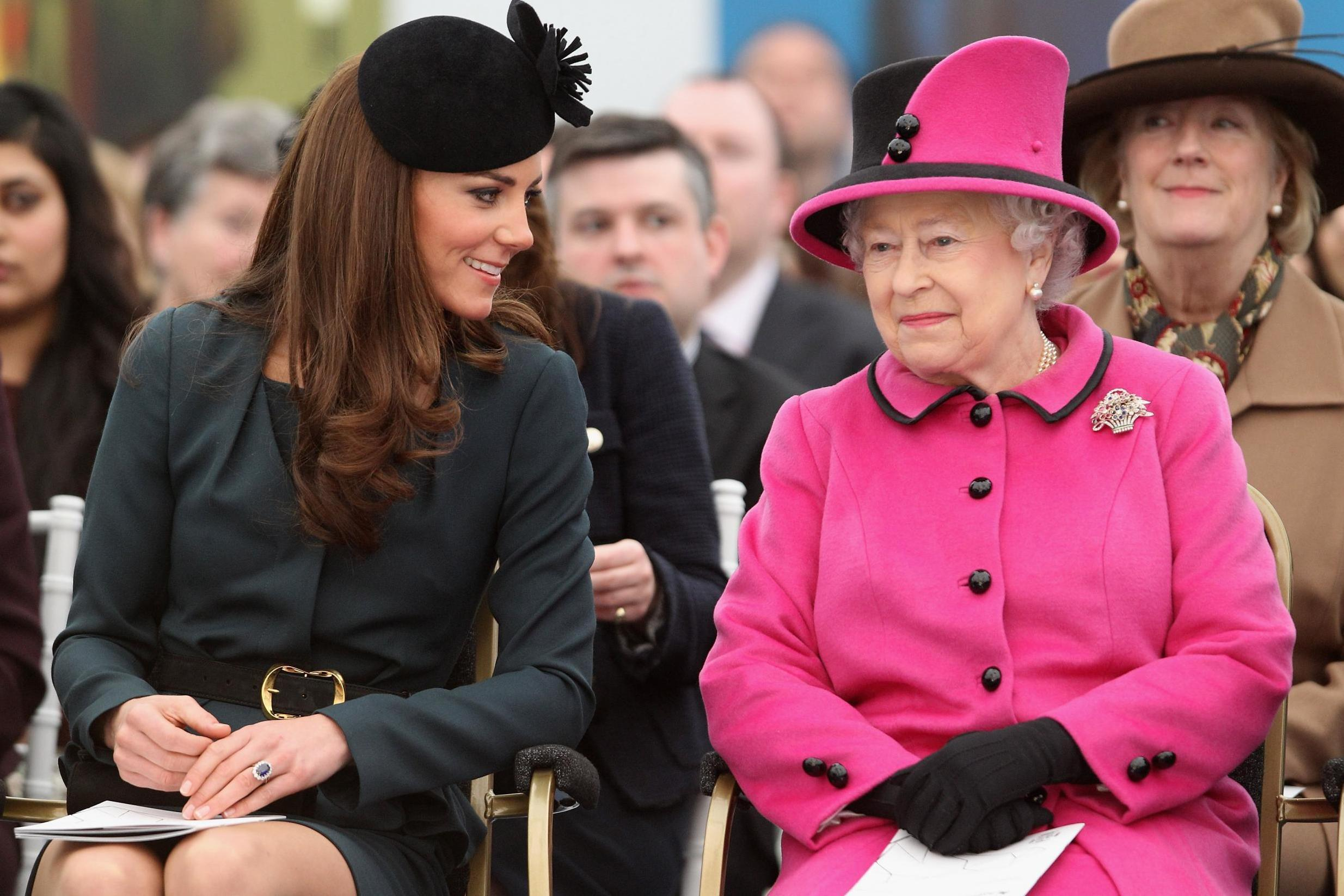6 fashion tricks used by the royal family