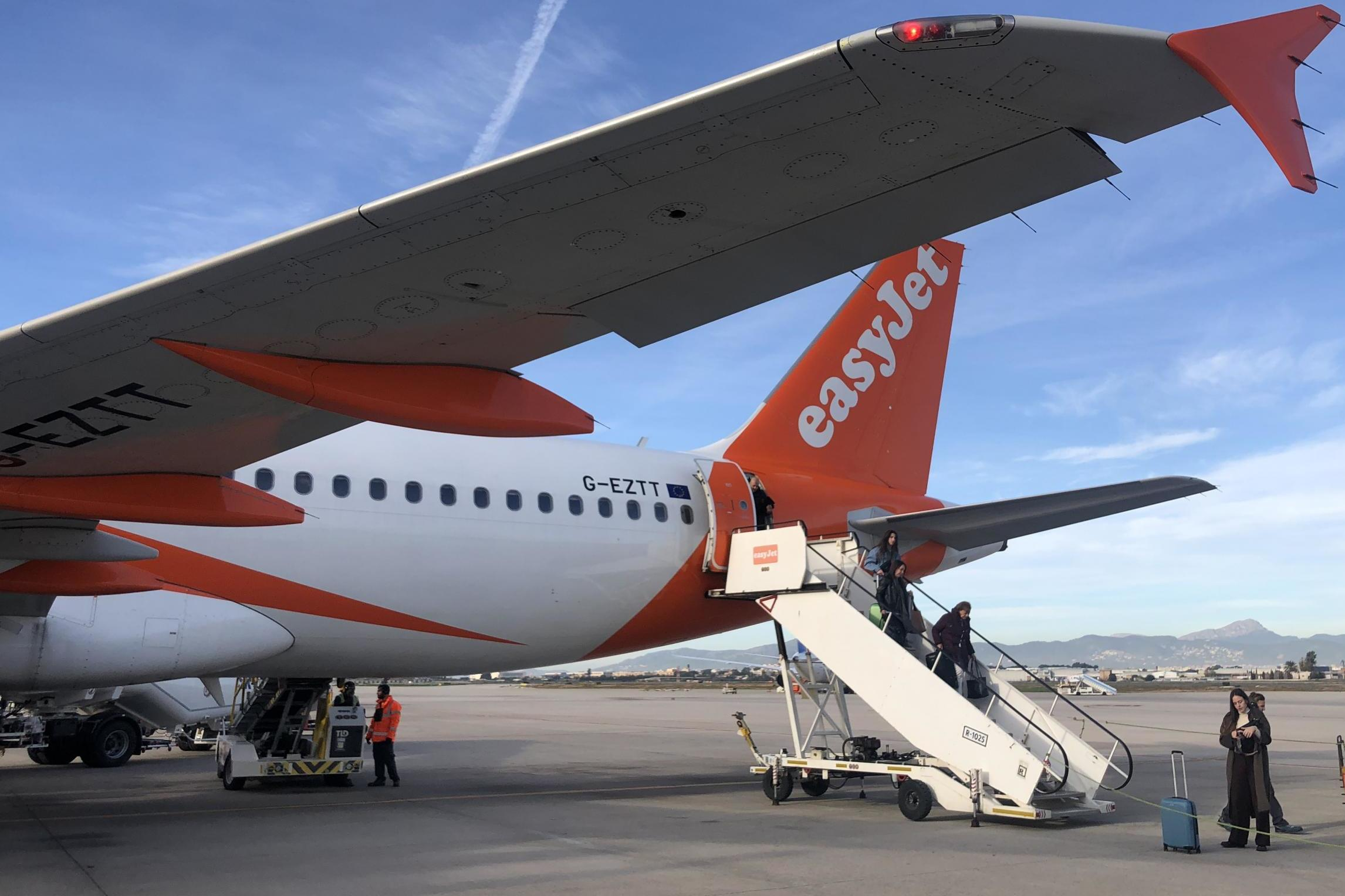 EasyJet to cut up to 30% of its staff