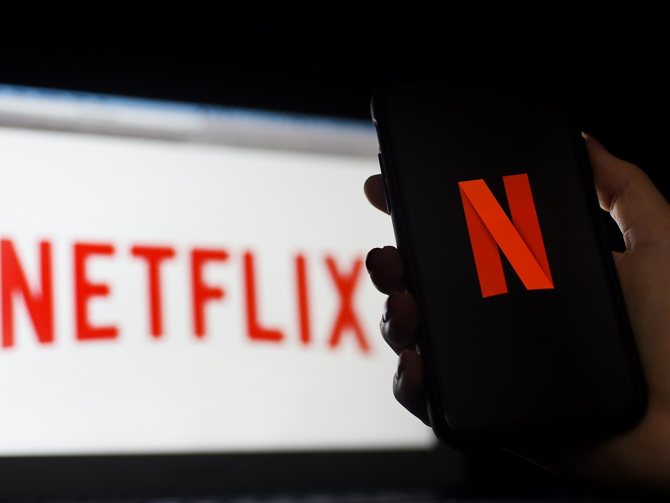 Netflix to automatically cancel 'hundreds of thousands' of ...