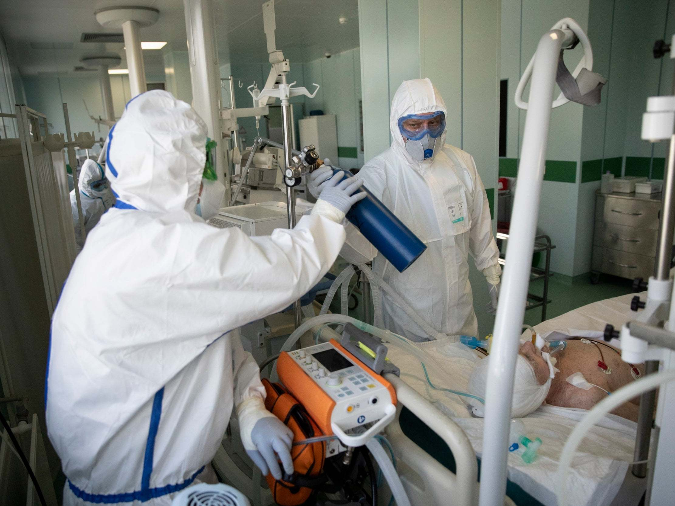 Coronavirus news – live: China reports zero new cases for first time as drug touted by Trump to treat Covid-19 linked to higher death risk