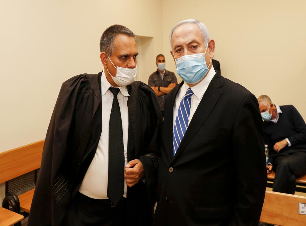Israeli prime minister Benjamin Netanyahu (right) inside the district court of Jerusalem on 24 May