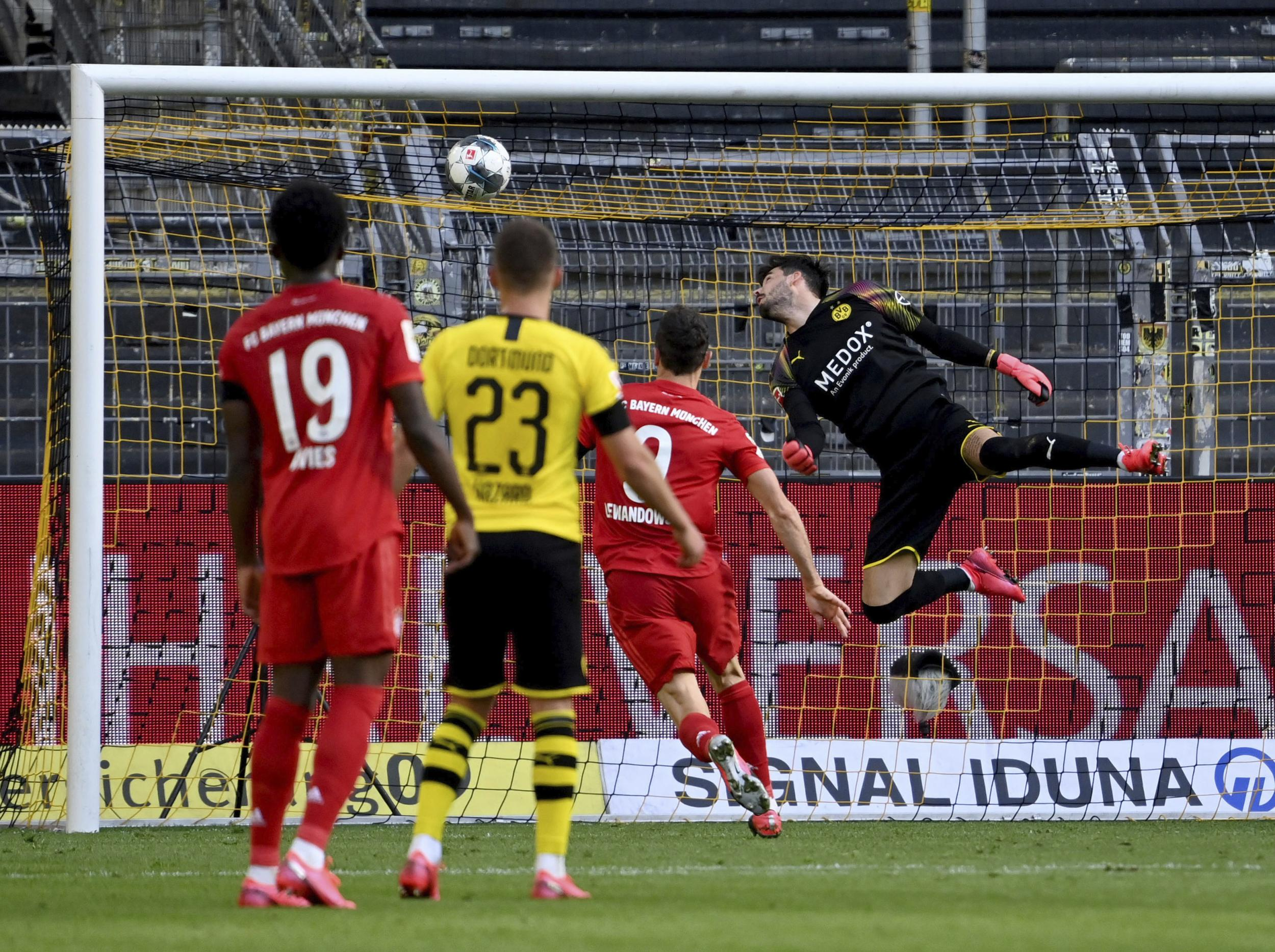 Bayern Munich beat Borussia Dortmund to close in on yet another Bundesliga title