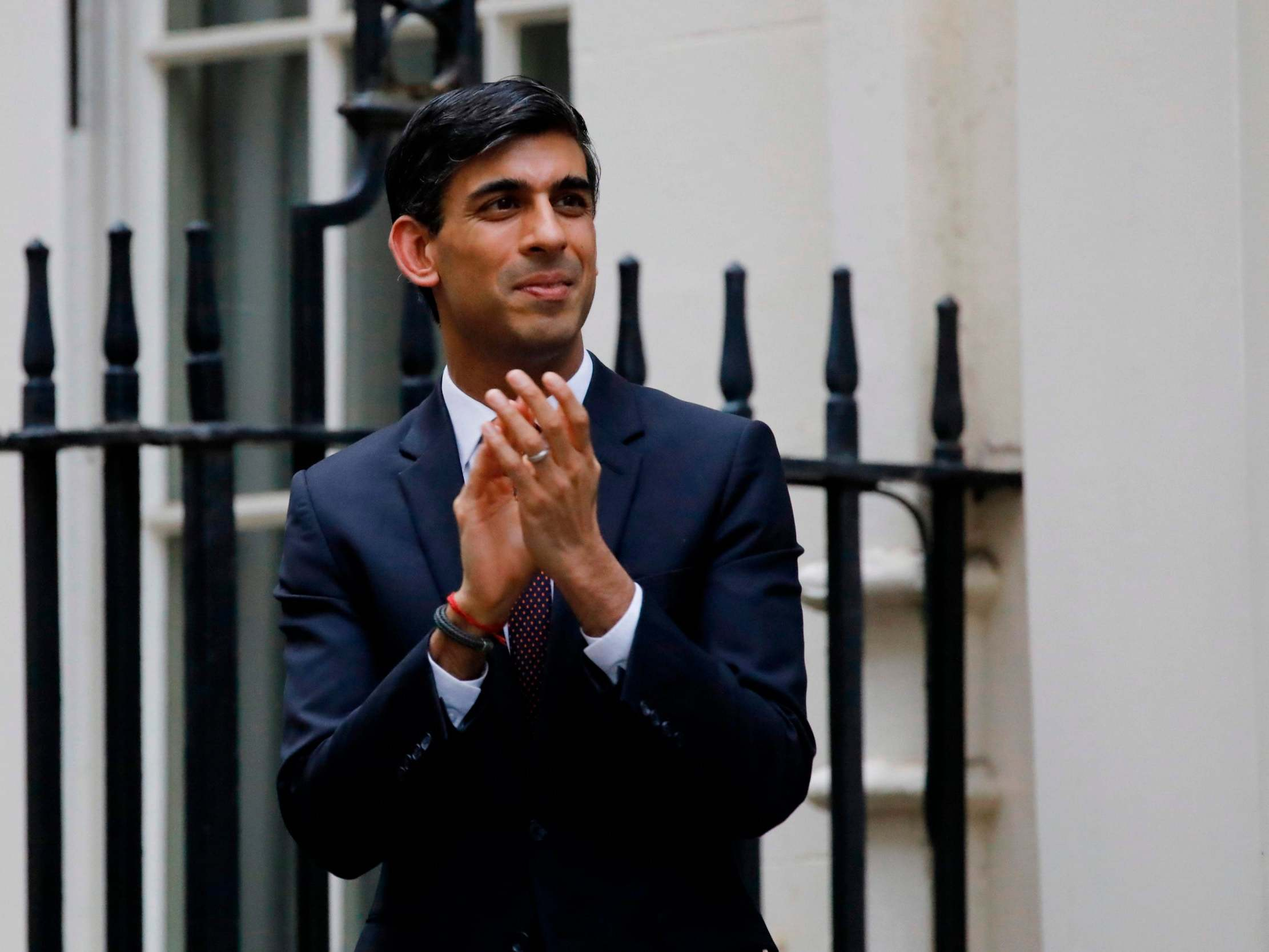 UK politics news – live: Rishi Sunak urged to extend aid for self-employed as Labour calls for attorney general to apologise over Cummings support