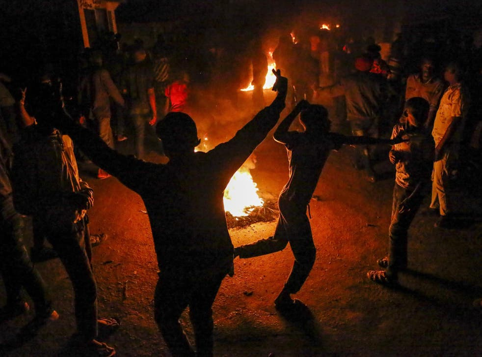 Mathare residents burn fires to protest the death of James Mureithi