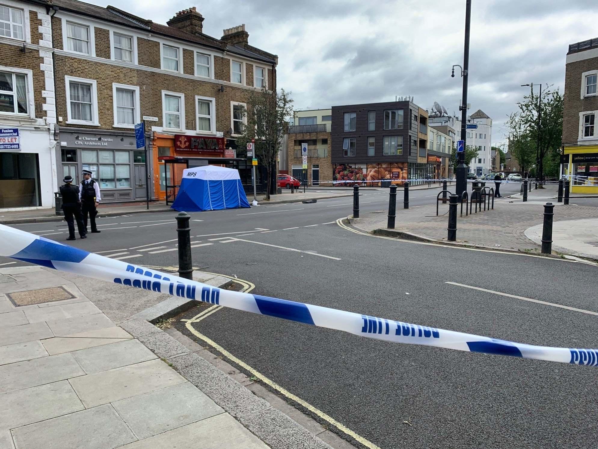 Shepherd's Bush: Man shot dead in London thumbnail