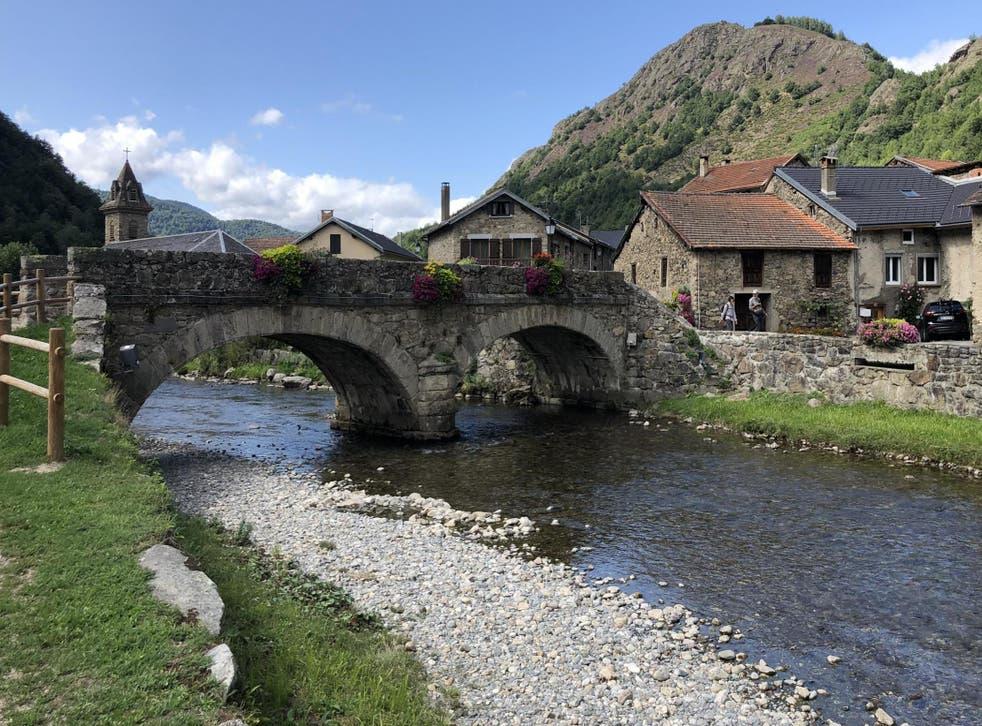 Quitter l'autoroute: a village in southwest France