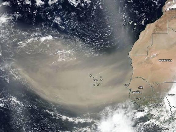 Saharan dust cloud travelling to US after crossing Atlantic thumbnail