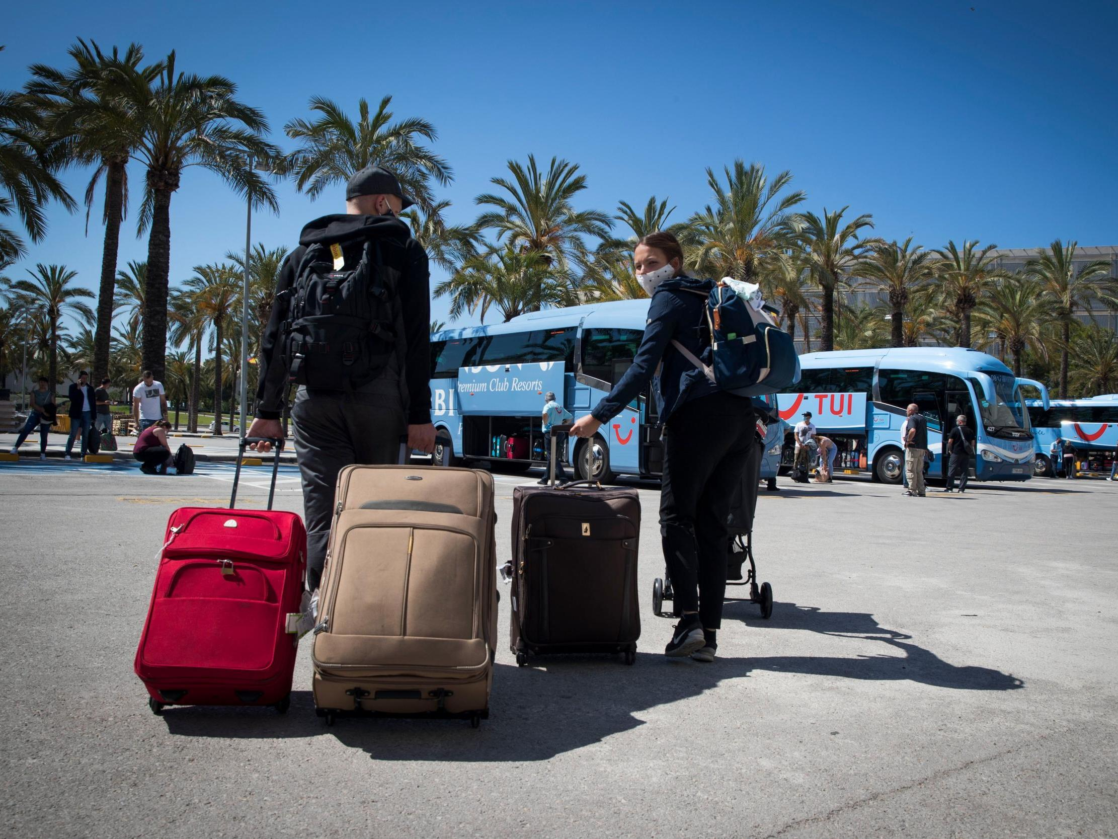 Coronavirus: Europe lifts travel ban for 14 countries but not US thumbnail