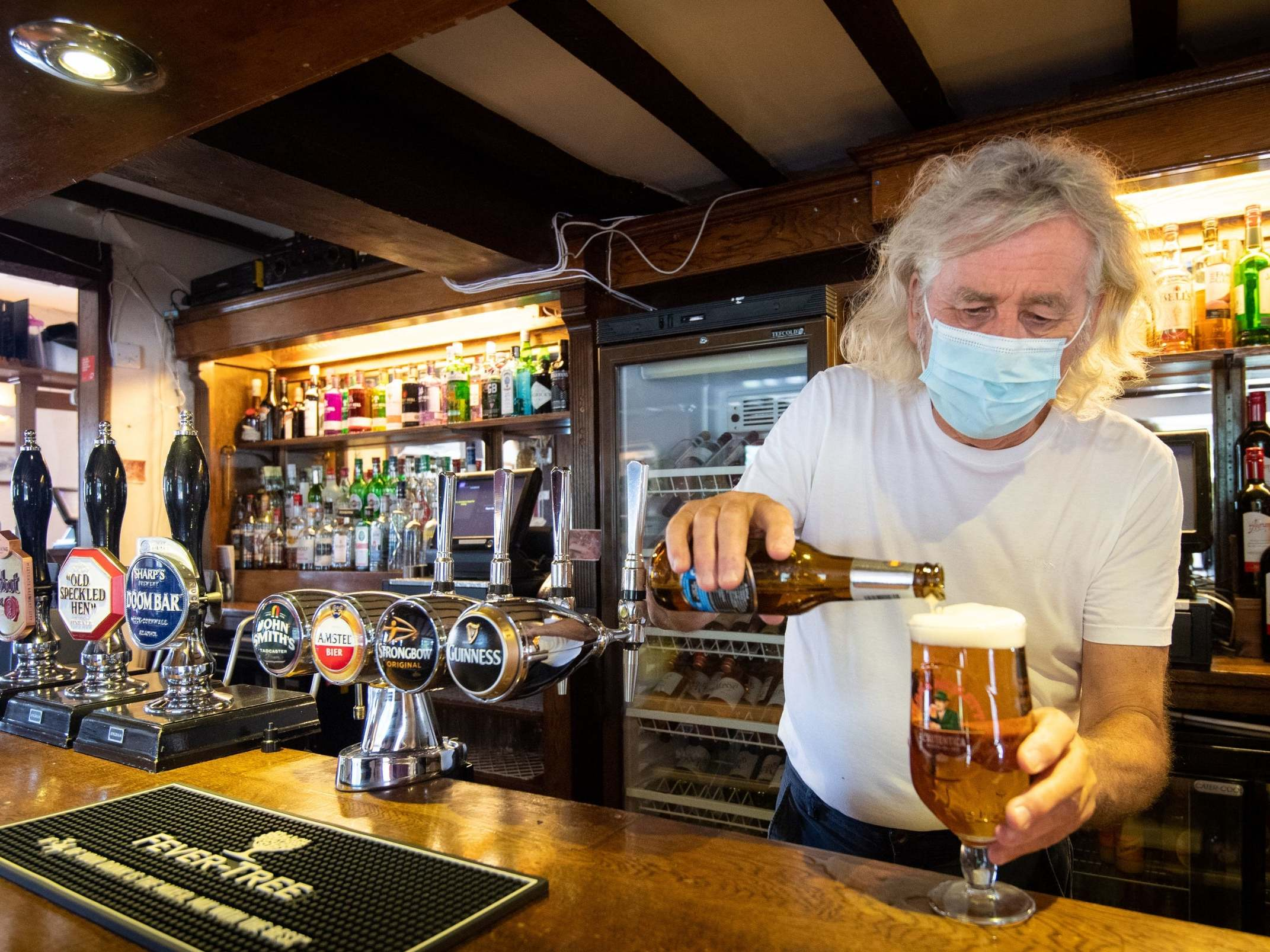 Coronavirus: Pubs to become quieter as government guidance urges drinkers to keep voices down
