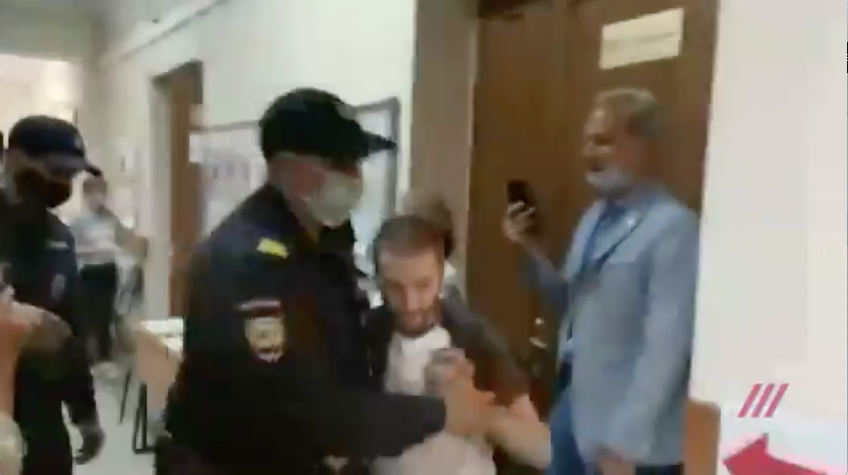 Russian journalist has shoulder broken by police officer while investigating constitutional vote irregularities  photo