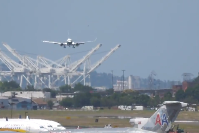 A Boeing 737 Max test flight was caught on camera