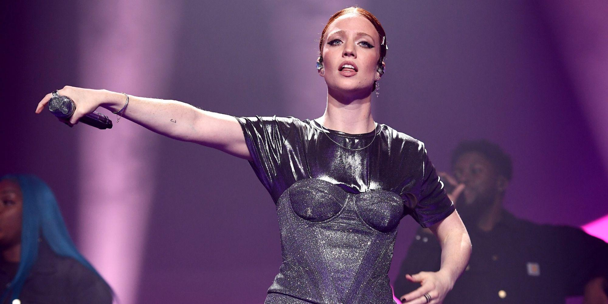 Jess Glynne called out for claiming 'discrimination' after restaurant turns her away for her outfit