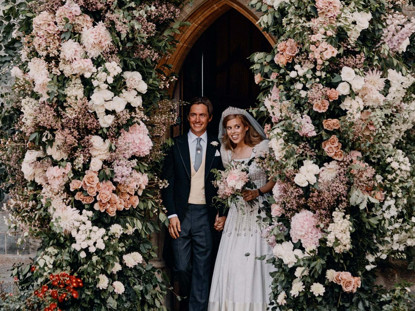 Princess Beatrice S Wedding Bouquet Upheld 162 Year Old Royal