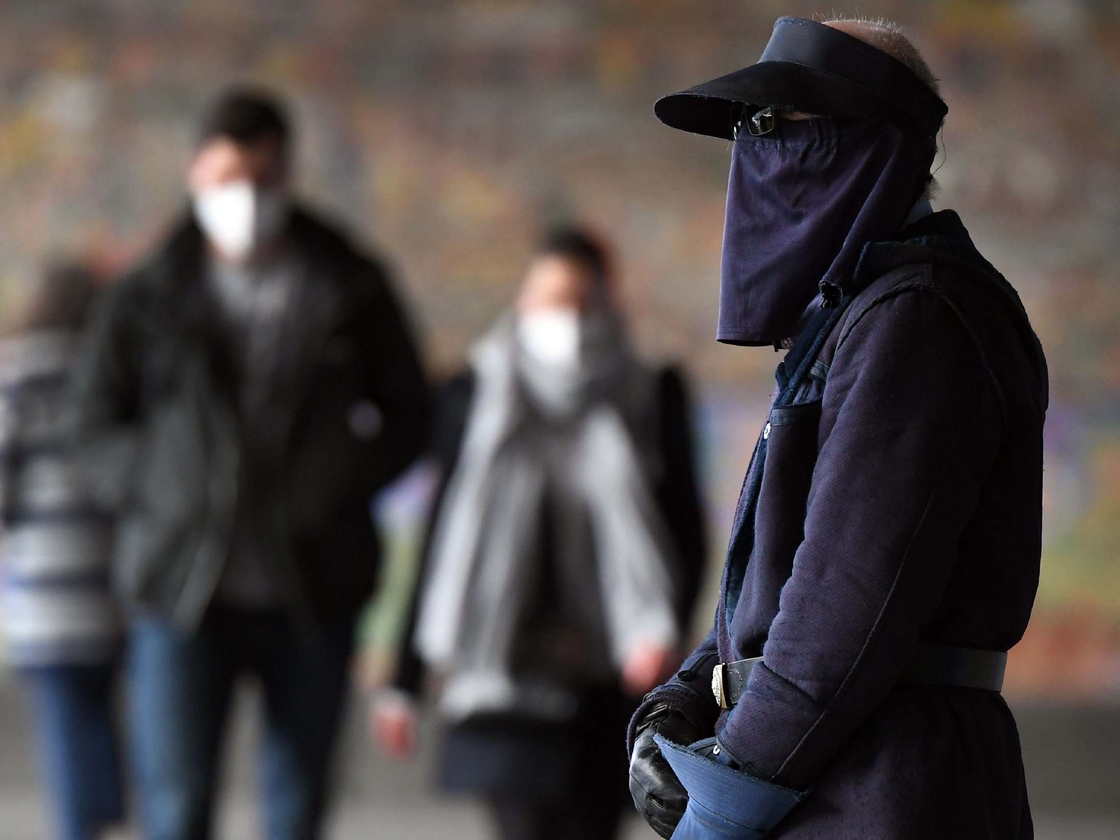 'We've just got to suck it up': Compulsory masks law comes into effect in hardest-hit Australian city thumbnail