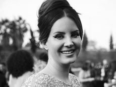 Lana Del Rey Criticised For Wearing Mesh Face Mask At Fan Meet And Greet In La The Independent