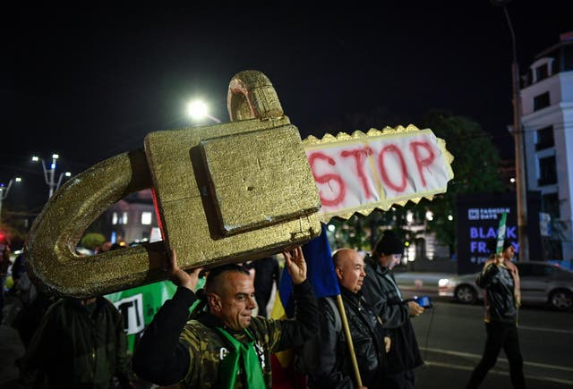 Thousands demonstate in Bucharest against illegal logging in Romania