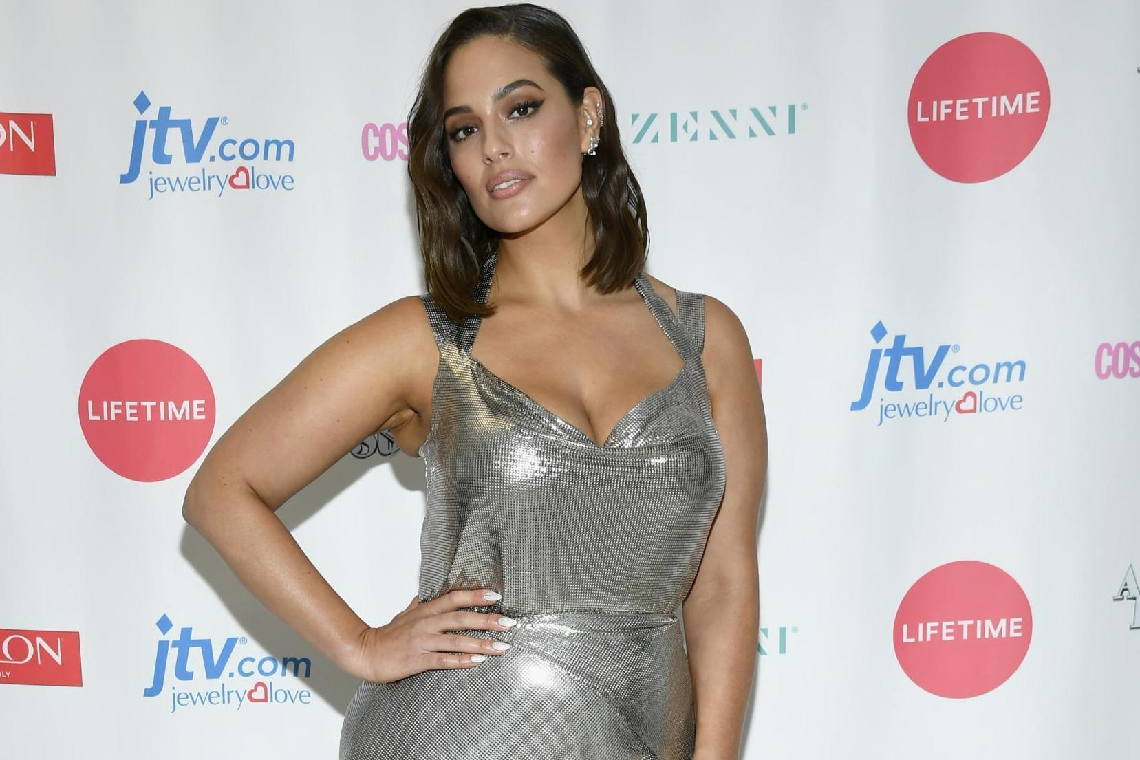 Ashley Graham says looking at her stretch marks reminds her women are 'superheroes'