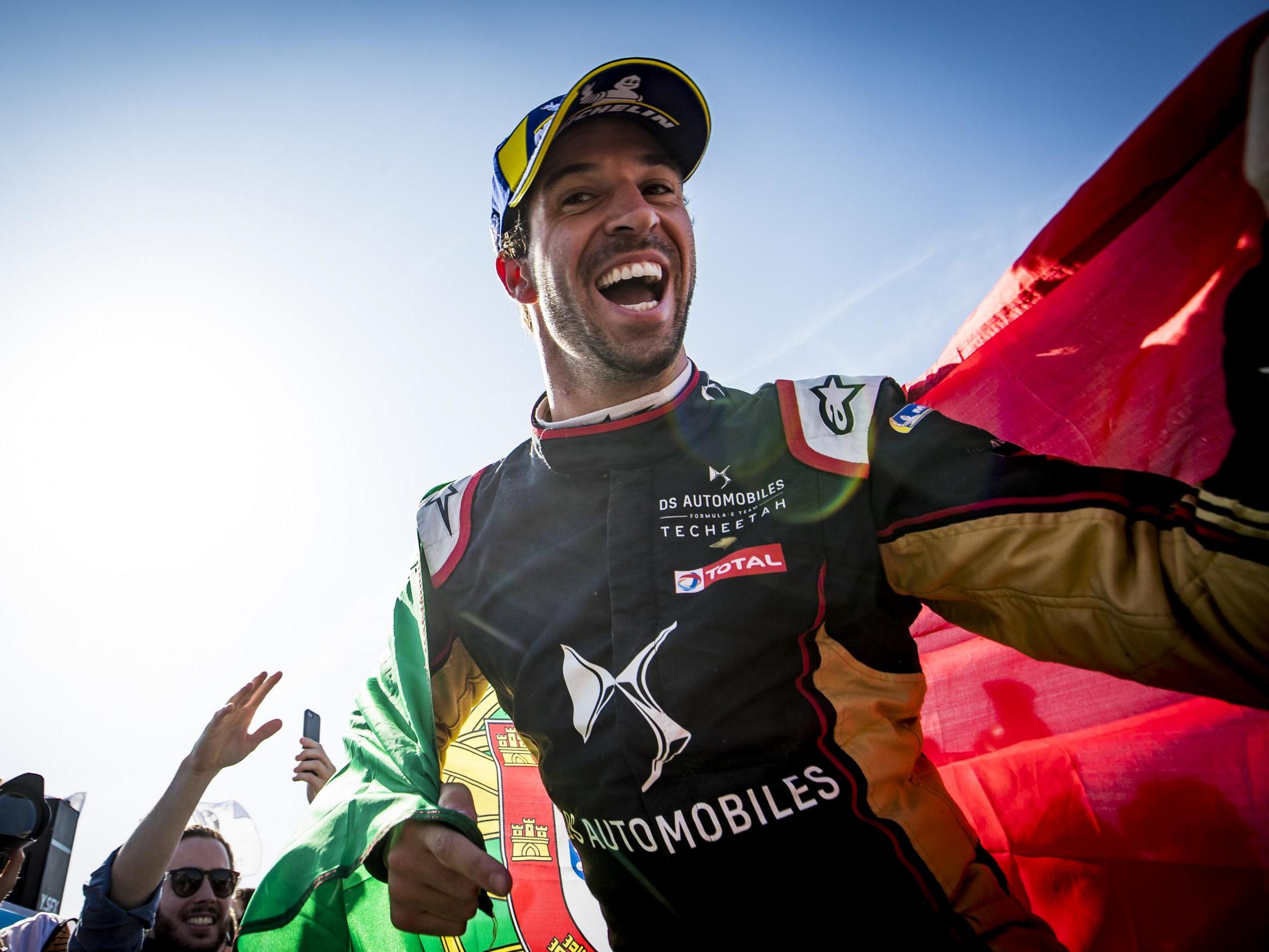 Antonio Felix Da Costa looking over his shoulder with entire Formula E grid in hunt for title