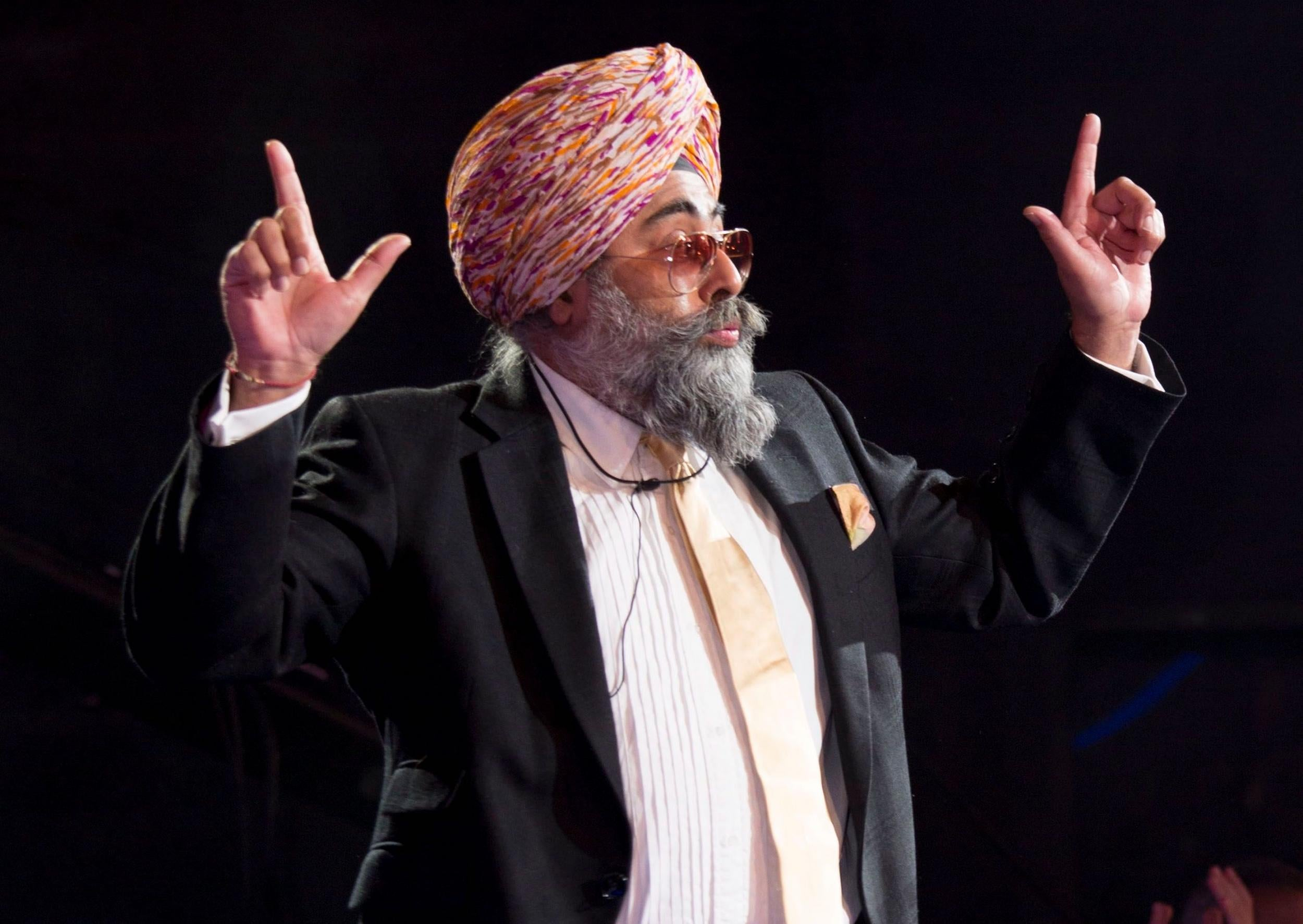 Comedian Hardeep Singh Kohli apologises after being accused of sexual harassment