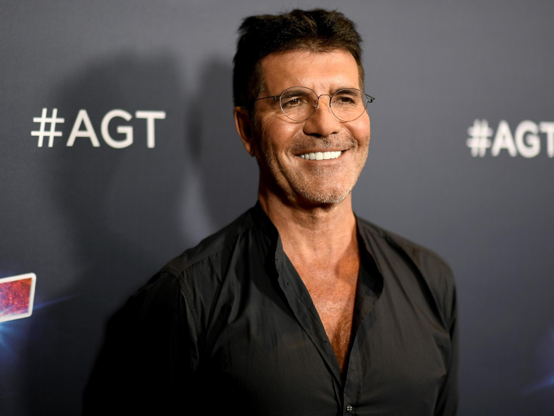 Simon Cowell Doing Spectacularly Well After Breaking Back Howie Mandel Says The Independent The Independent