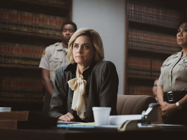 Amanda Peet (front) as Betty Broderick in 'Dirty John'