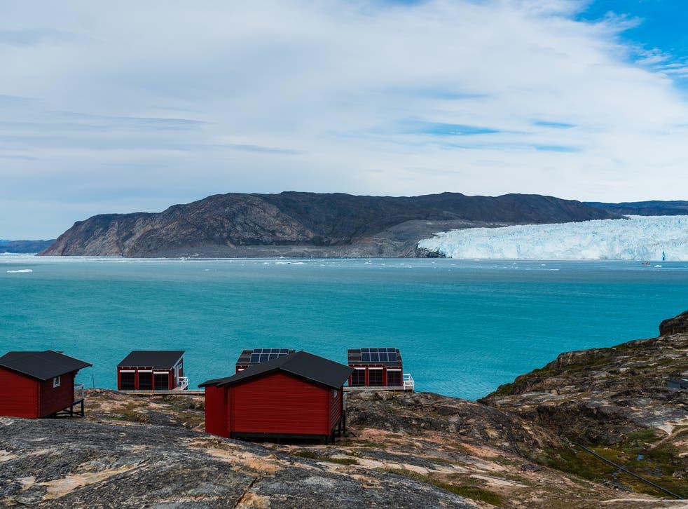 El famoso glaciar Eqi de Groenlandia. La capa de hielo que cubre la mayor parte de la isla contiene suficiente hielo para elevar el nivel global del mar en más de 7 metros si se derritiera.