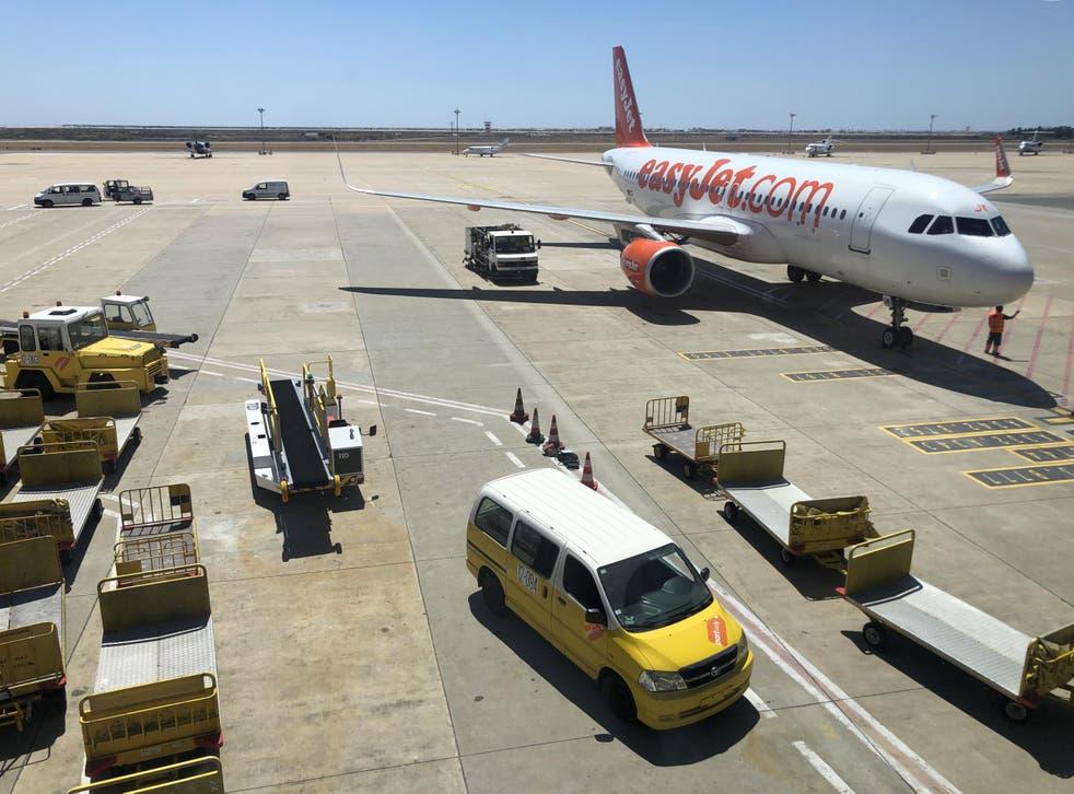 ¿Buena señal? Un Airbus de easyJet en el aeropuerto de Faro en Portugal