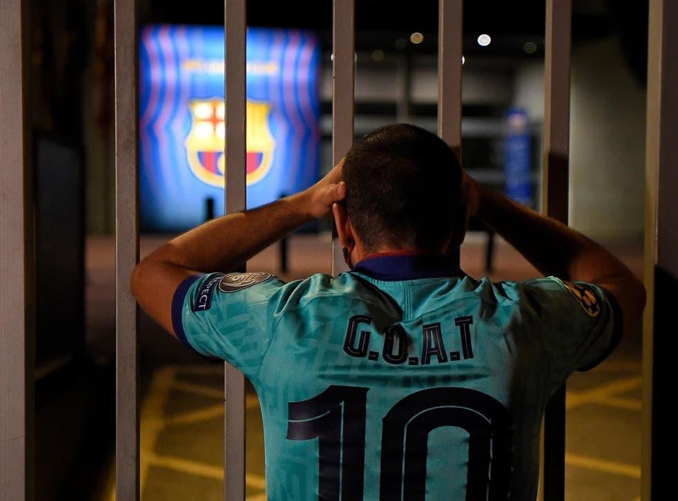 Los seguidores del club Culé exigieron la renuncia de Josep María Bartomeu tras el anuncio del capitán del equipo