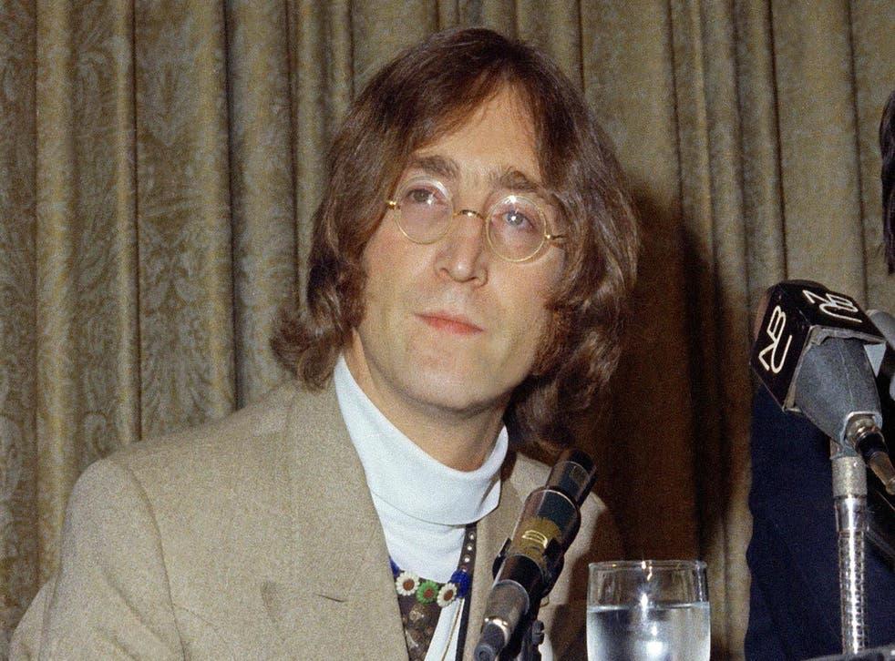 John Lennon fue asesinado a disparos a los pies de su casa en el Upper West Side de Manhattan el 8 de diciembre de 1980
