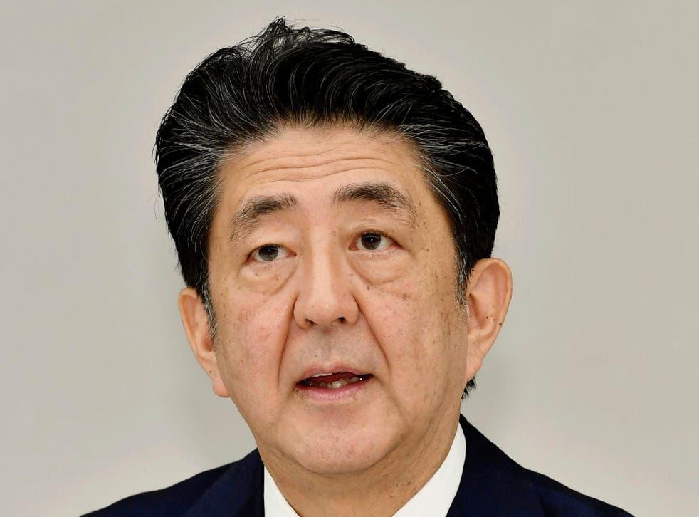 El primer ministro japonés informó de su decisión a los líderes del Partido Liberal Democrático