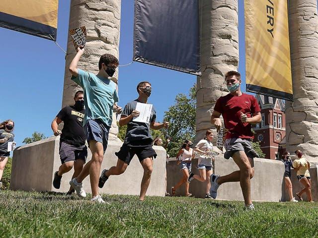 Más de 300 estudiantes de la Universidad de Missouri han dado positivo por coronavirus