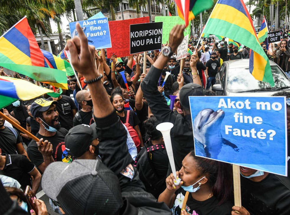 Los manifestantes cantaron espontáneamente el himno nacional cuando comenzó la marcha.