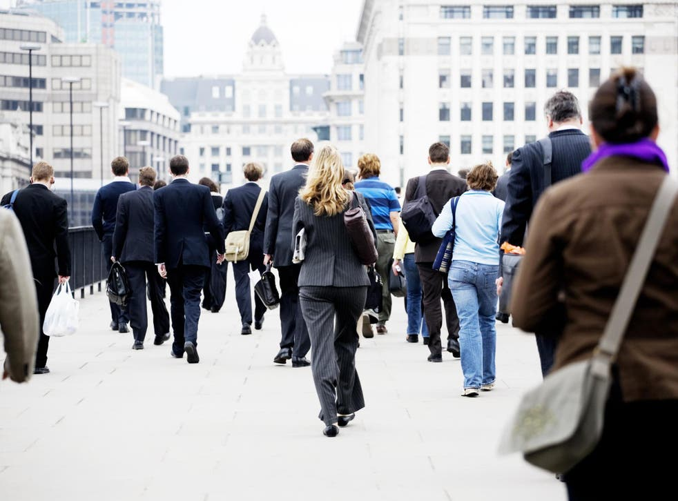 Imagen de archivo de trabajadores que se desplazan al trabajo.