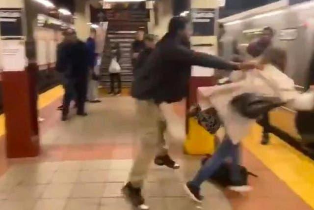El presidente Trump retuiteó un video en que un supremacista blanco acusa al movimiento Black Lives Matter de generar un ataque en el metro de Nueva York.