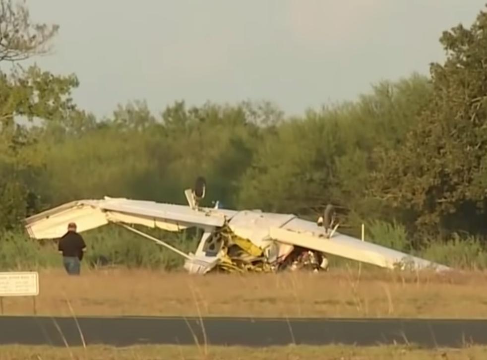 Los restos del accidente de avión en el aeropuerto Coulter Field en Bryan, Texas