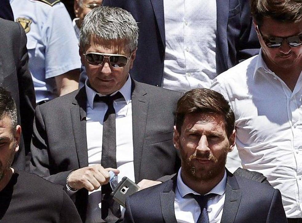 Cha của Messi, Jorge đã xử lý các cuộc đàm phán với Barcelona