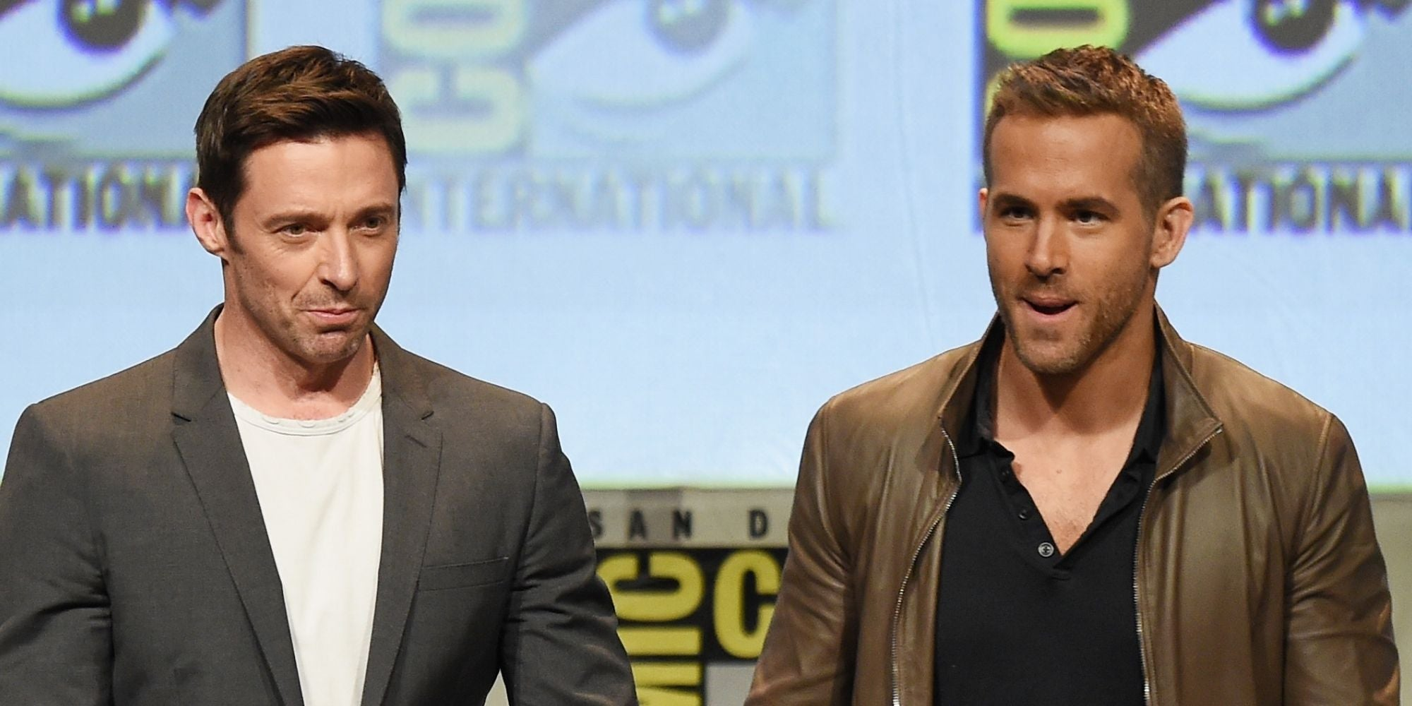 Hugh Jackman faz brincadeira com Ryan Reynolds 'ameaçando' ação judicial de $ 610 milhões por 'dor e sofrimento'