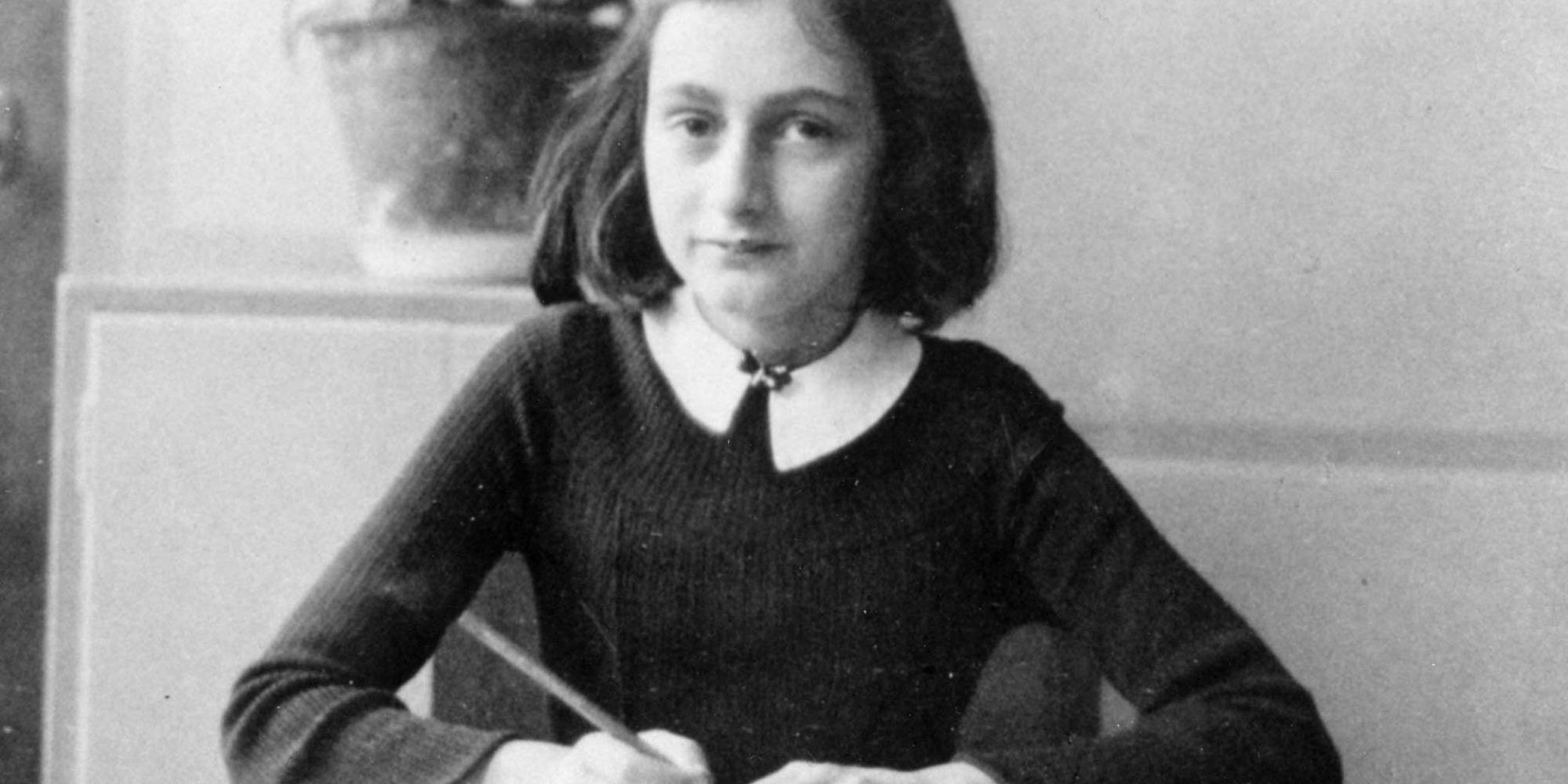 """Marca de maquiagem rotulada como """"revoltante"""" após nomear blush em homenagem a Anne Frank"""