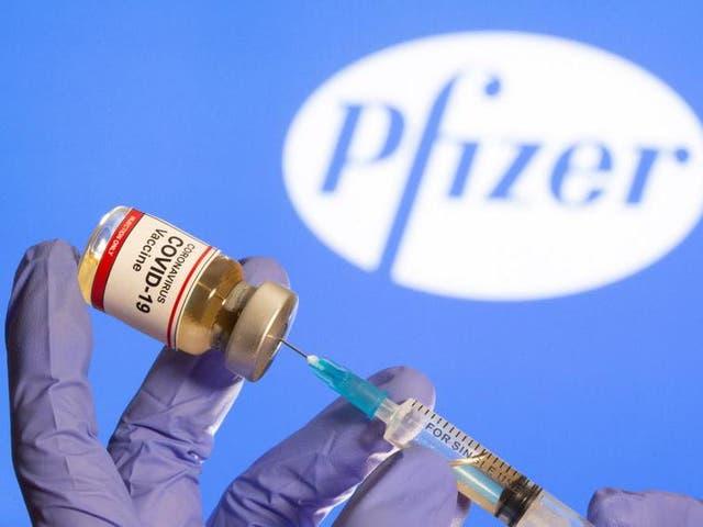 <p>Pfizer ha acordado vender 10 millones de dosis al Reino Unido en primera instancia.</p>