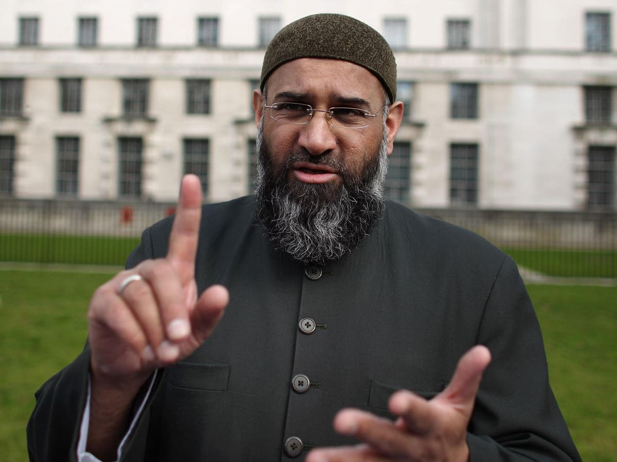 Anjem Choudary orchestrating online campaigns in support of extremists despite Isis conviction