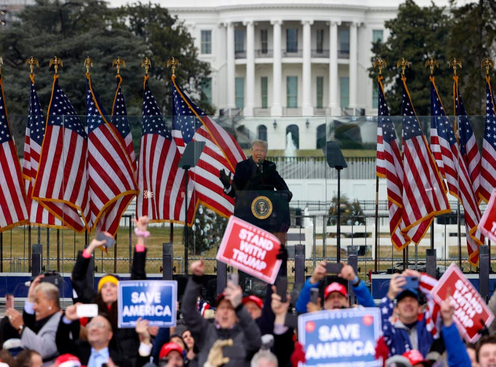 <p>Donald Trump exhortó a sus seguidores a manifestarse en el Capitolio y 'luchar' por su país</p>
