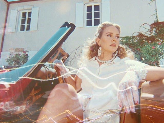 """<p>Junto al anuncio del álbum, Del Rey también lanzó un nuevo sencillo titulado """"Arcadia"""". </p>"""